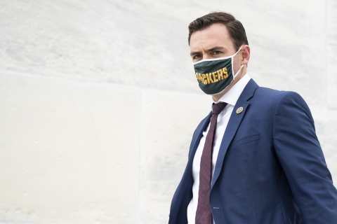 Rep. Gallagher wearing Packers mask in DC